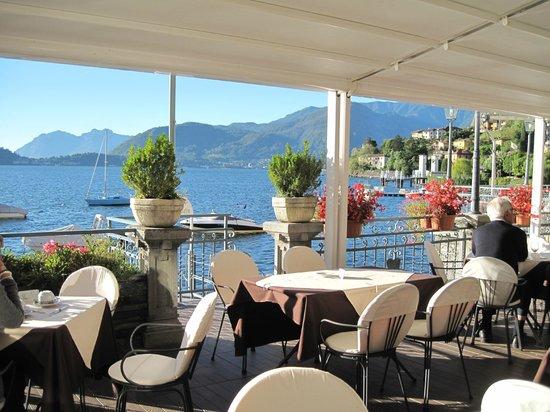 Hotel Bellavista: restaurant looking towards the pool