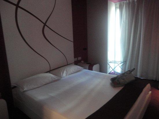 Room Mate Emma: quarto moderno