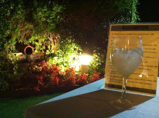 Gobolem : Tomemos una copa y un aperitivo....