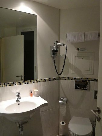 Le Grand Hotel de Normandie : shower room