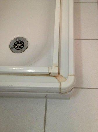 Hotel Tenedo: shower detail