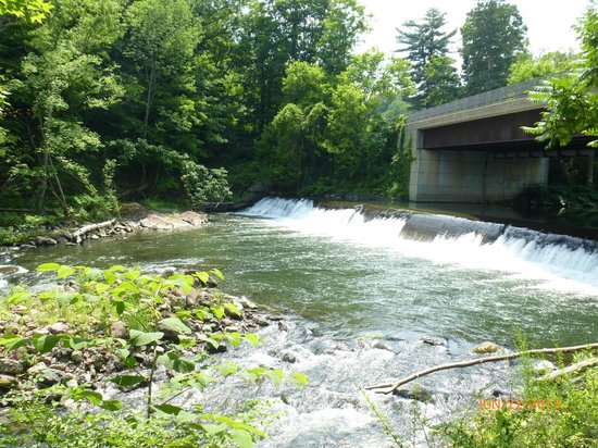 Museum of Our Industrial Heritage : Wiley-Russell Dam at the site of John Russell's Green River Works