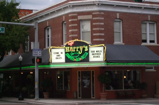 Harry's Seafood Bar and Grille: Exterior on the park