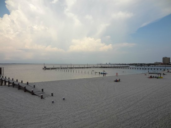 Hemingway's Island Grill: Our view of Quietwater Beach Pier!