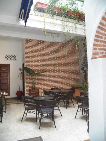 Hotel Portal de San Diego: Jardim onde serve o cafe da manha