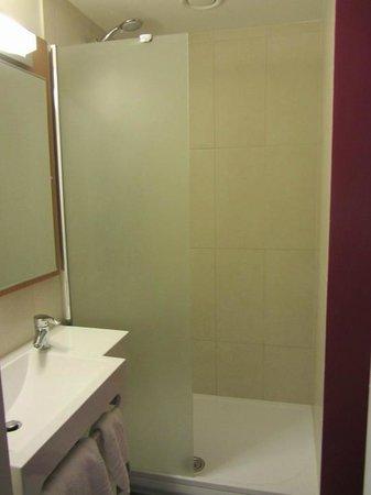 B&B Hotel Prague City: Prague Hotel BB bathroom