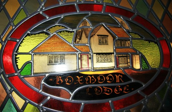 Boxmoor Lodge Hotel: Stained Glass window in Dining Room