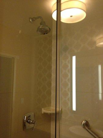 The Hotel Minneapolis, Autograph Collection: Rain shower