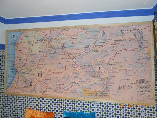La carte dans le bureau de hamid bild von maroc excursions