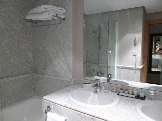 Parador de Toledo: バスルーム