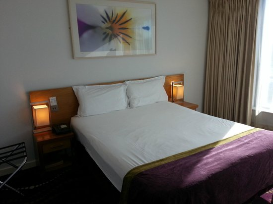 Louis Fitzgerald Hotel : Bed