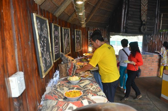 Gooderson DumaZulu Lodge and Traditional Zulu Village: buffet lunch