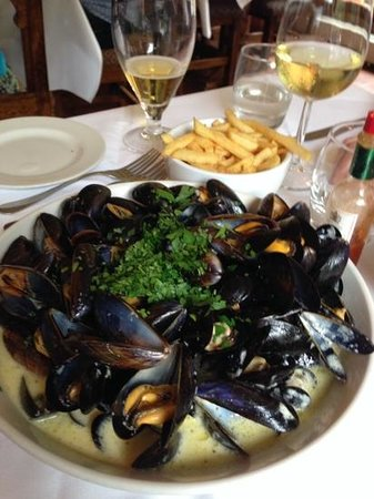 The Bull Inn, Stanford Dingley: moules & frites