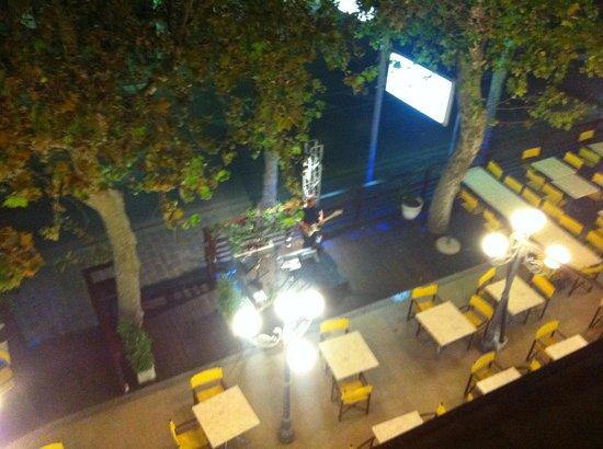 Hotel Genzianella: Da qui potete ammirare la prossimità del piano bar alla nostra stanza