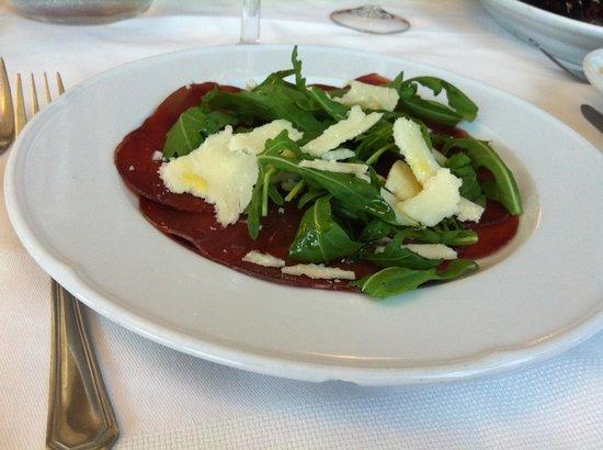 Hotel Genzianella: Secondo piatto sbeccato sul bordo in un solo giorno