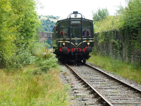 Ecclesbourne Valley Railway : Approaching Ravenstor