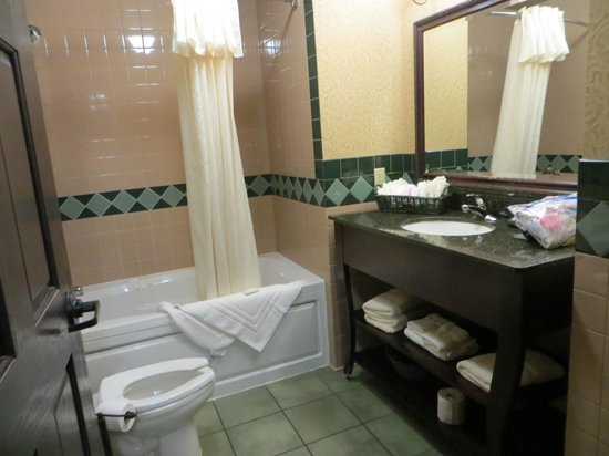 Hickok's Hotel & Gaming: Lovely Bathroom too!