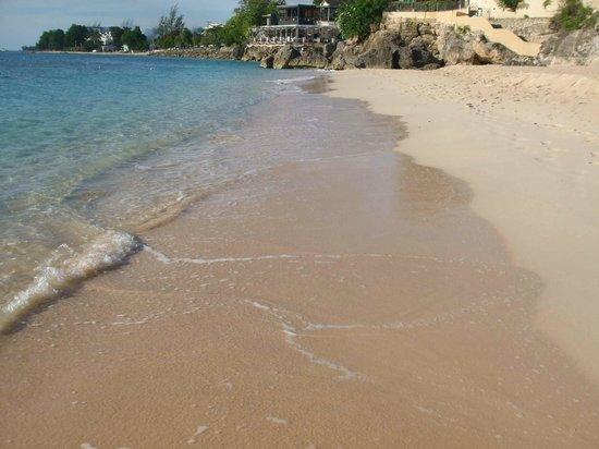 Angler Apartments: Beach