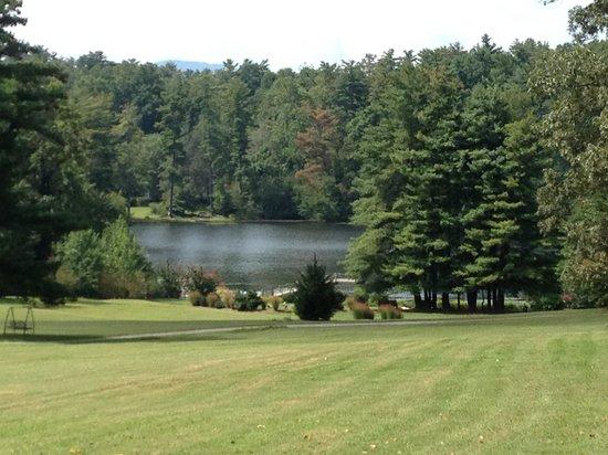 Highland Lake Inn & Resort Hendersonville: Beautiful setting