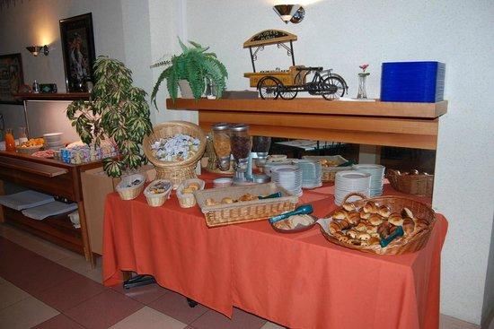 Citotel Jalade: buffet petit dejeuner