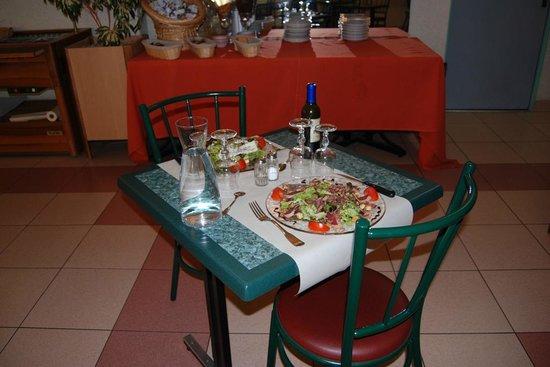 Citotel Jalade: table restaurant