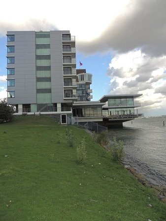 Delta Hotel Rotterdam: Hotel direkt am Fluss zum Hafen