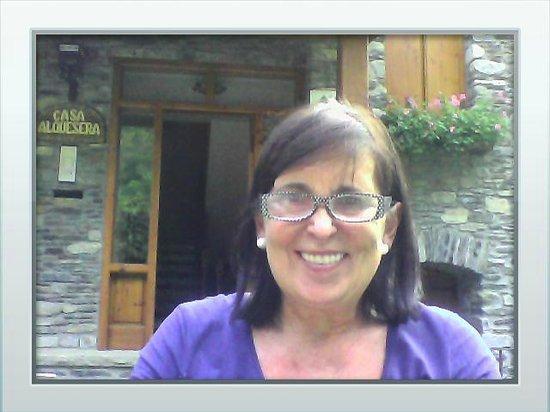 Apartamentos Alba Casa Alquesera: Isabel en el jardín