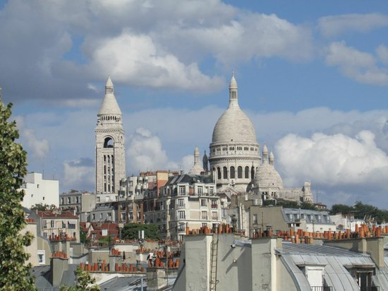 Citadines Montmartre Paris: Sacre Coeur Basilica - View from balcony