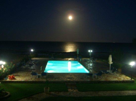 Monemvasia Seafront: Pool at night
