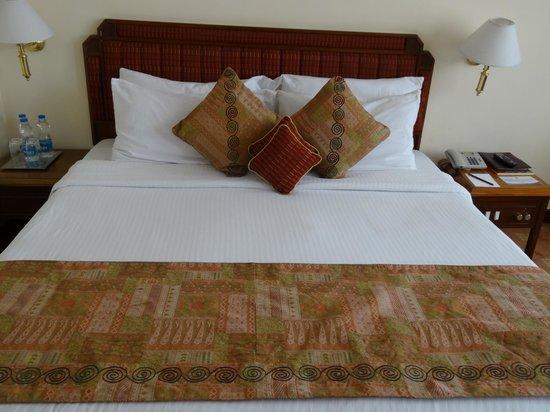 The Peerless Inn: Bed