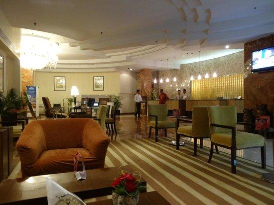 The Peerless Inn: Entrancehall
