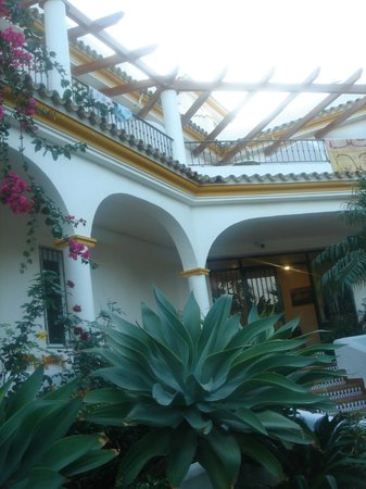 Hostal Los Pinos: Balcony from outside