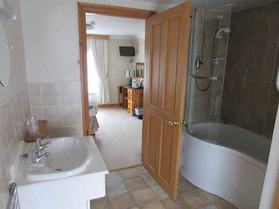 Crab Pot Cottage : super king en-suite bathroom