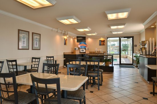 Econo Lodge Inn & Suites Joplin: Breakfast Area