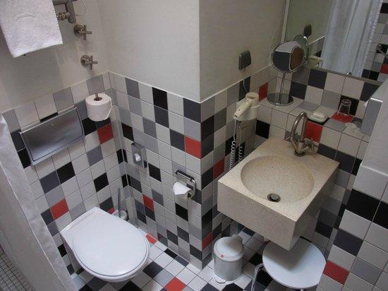 Bleibtreu Hotel: バスルーム