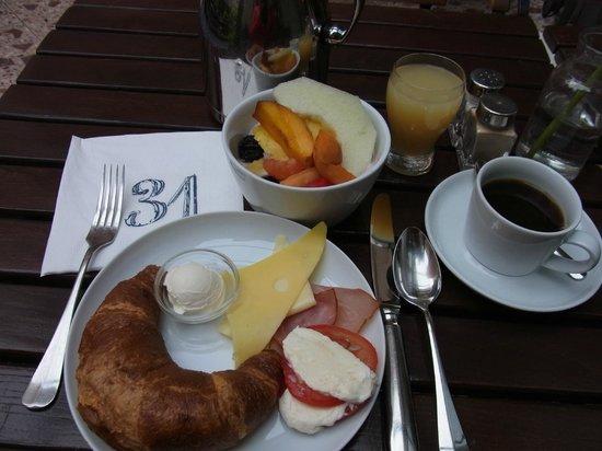 Bleibtreu Hotel: 朝食(ブッフェ、19ユーロ)