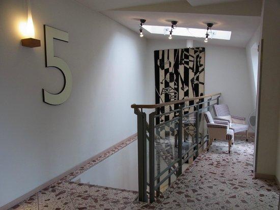 Bleibtreu Hotel: 禁煙フロアの5階(最上階)のエレベーターホール