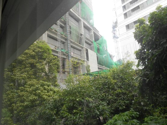 Nantra Sukhumvit 39: Construction site behind