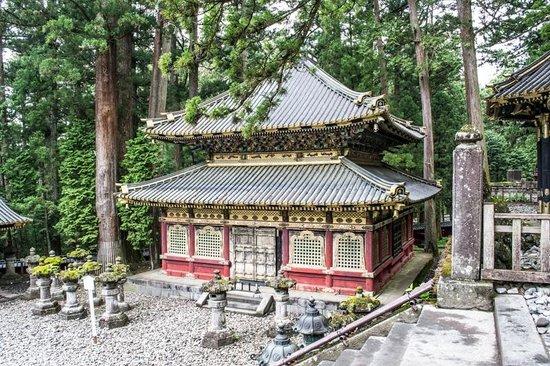 Nikko Tosho-gu: main grounds