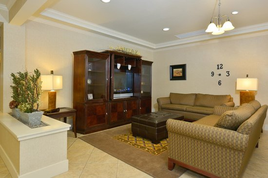 Candlewood Suites Springfield: Lobby