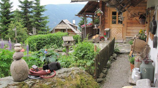 Das Almdorf - World Peace Eco Resort: Garten