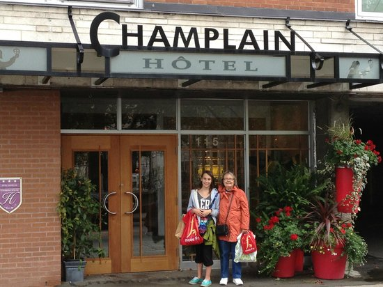 Outside entrance to Le Champlain Hotel