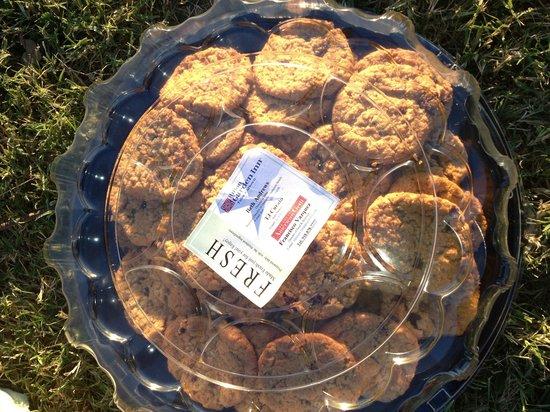 Hilton Garden Inn Tulsa Midtown: Complimentary fresh-baked cookies