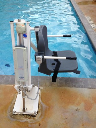 Quality Inn & Suites SeaWorld North : Chair at pool