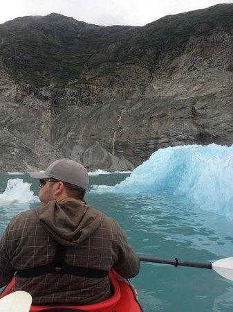 Glacier Bay Country Inn : Kayaking to Glacier