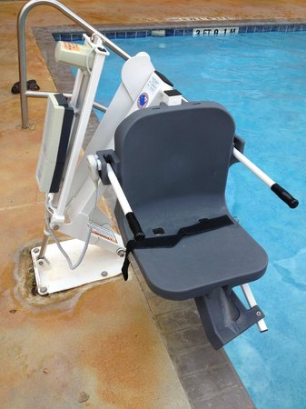 Quality Inn & Suites SeaWorld North: Chair at pool