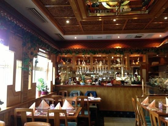 Thai Rainbow Garden: dining area and bar