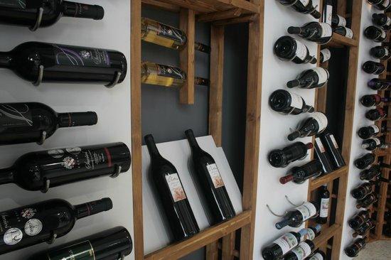 Vinoteando: Y en nuestra cava climatizada y con control de humedad los vinos estarán mejor que en bodega