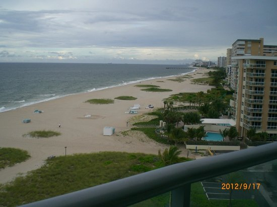 Residence Inn Fort Lauderdale Pompano Beach/Oceanfront: Surf and hotels stretch out south of the Inn
