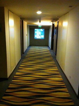 Holiday Inn Express Ahmedabad: The Corridor's View (1)